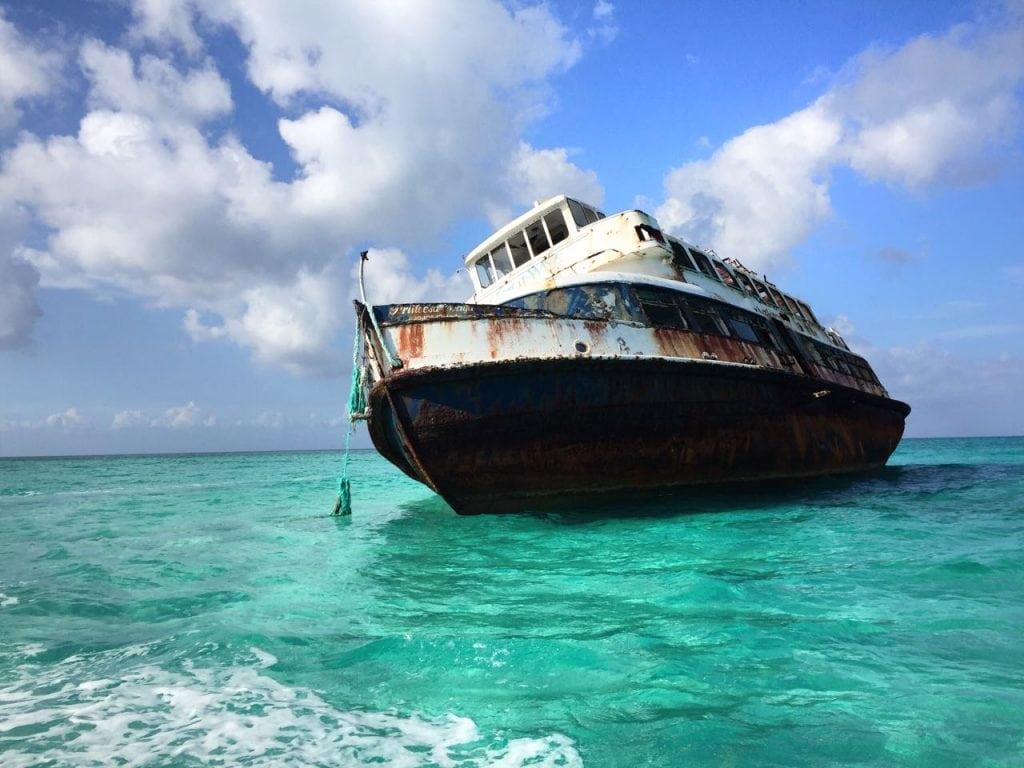 barco encallado cozumel